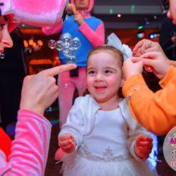 шоу мыльных пузырей и аниматор на детский день рождение