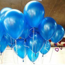 синие воздушные шары