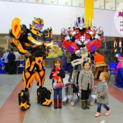 шоу роботов - трансформеров на выпускной