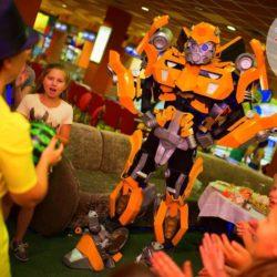 шоу роботов трансформеров в школу