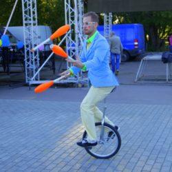 жонглёр на праздник