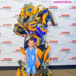 шоу роботов трансформеров на выпускной в школу