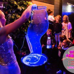 неоновое шоу мыльных пузырей на праздник