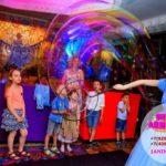 аниматор и шоу мыльных пузырей