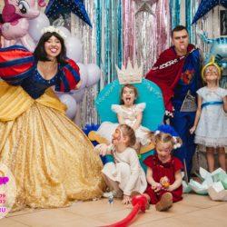 Белоснежка И Принц на детском празднике